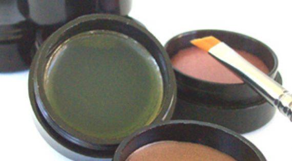 Cream to Powder: The Multi-Purpose Alternative to Eye Liner Pencils