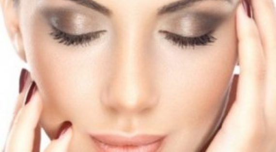 How to Apply a Sultry Smokey Eye